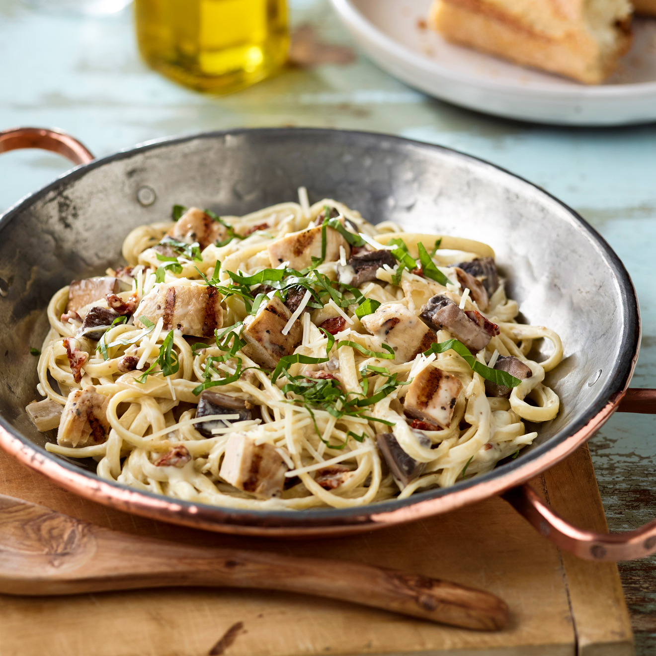 Linguine with Roasted Garlic, Mushrooms, & Chicken